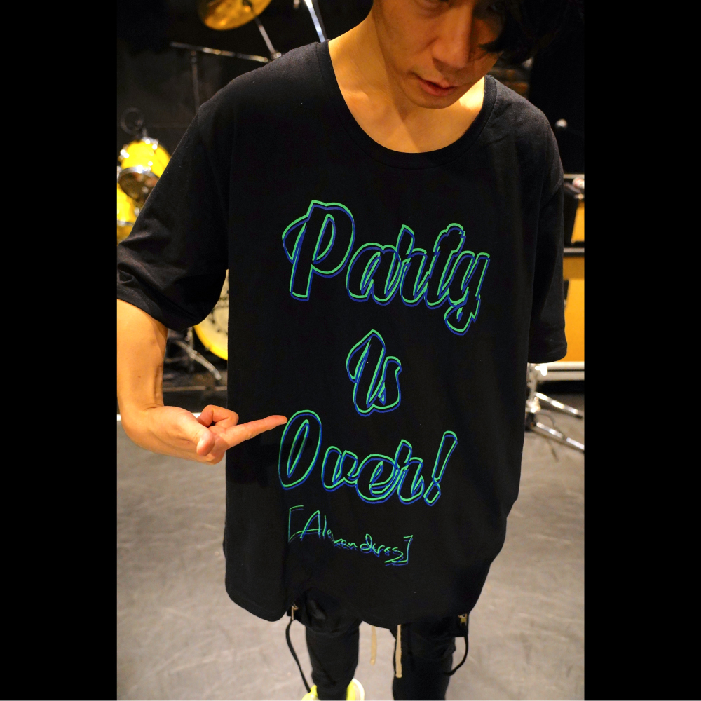 "【NEW】""PARTY IS OVER"" BIG SILHOUETTE TEE (BLACK)"